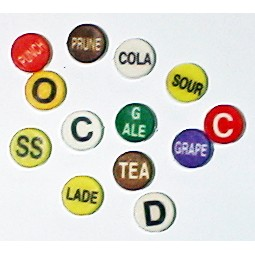 Button cap P white lettering brown cap